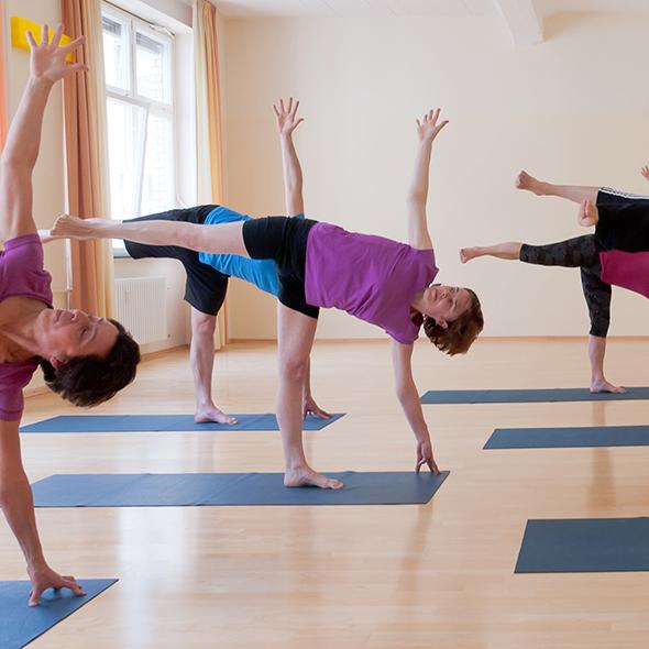 Ansicht Yoga-Asana Der halbe Mond